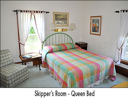 Our Skipper's Room features a Queen sized bed